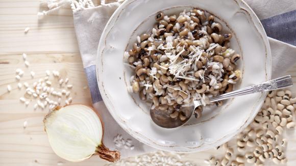 Φασόλια μαυρομάτικα με ρύζι