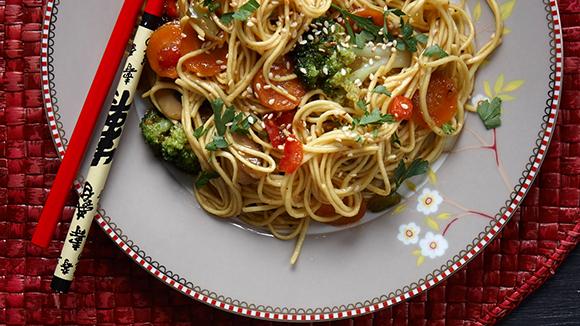 Noodles με λαχανικά και τζίντζερ