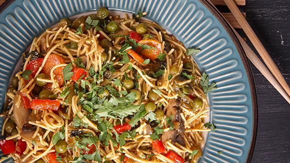 Noodles με σπανάκι σε σάλτσα 5 μπαχαρικών