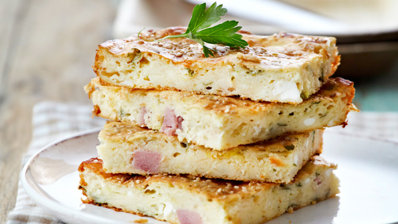 Πίτα γυμνή με τρία τυριά