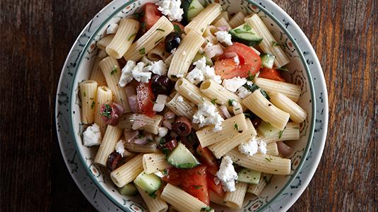Χωριάτικη σαλάτα με ριγκατόνι
