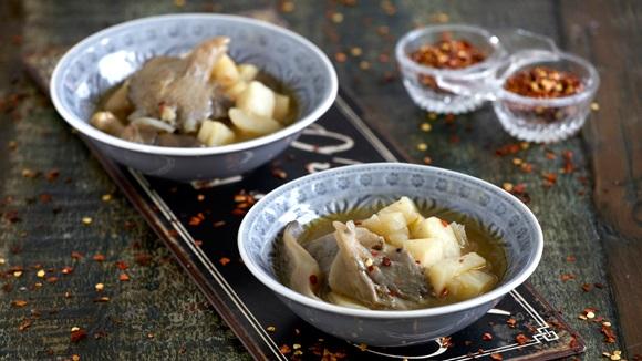 Σούπα από σελινόριζα και μανιτάρια