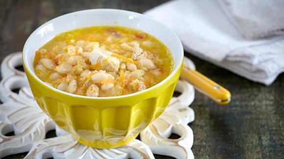 Σούπα με φασόλια, κοτόπουλο και λαχανικά
