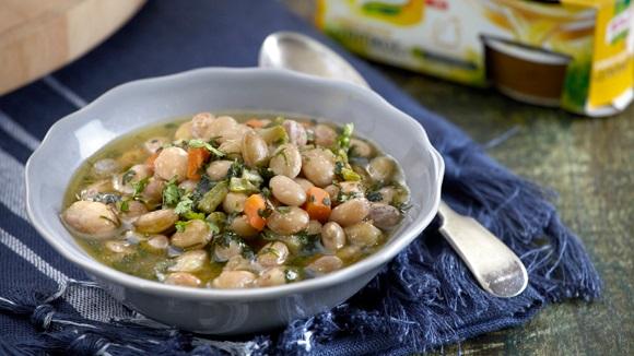 Σούπα με φασόλια χάντρες και μυρωδικά