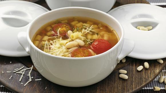 Σούπα με φασόλια και κοφτό μακαρονάκι