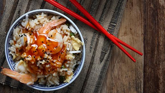 Πικάντικο τηγανητό ρύζι με γαρίδες
