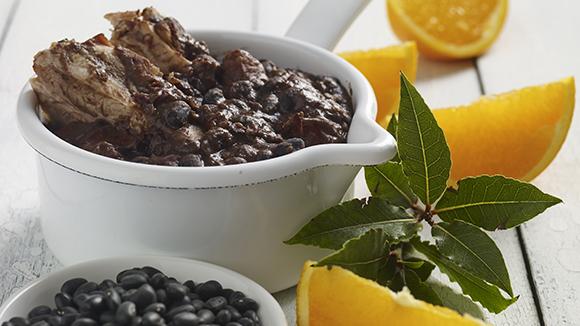 Brazilian Black Bean Stew with Smoked Meats (Feijoada) – Knorr® UK