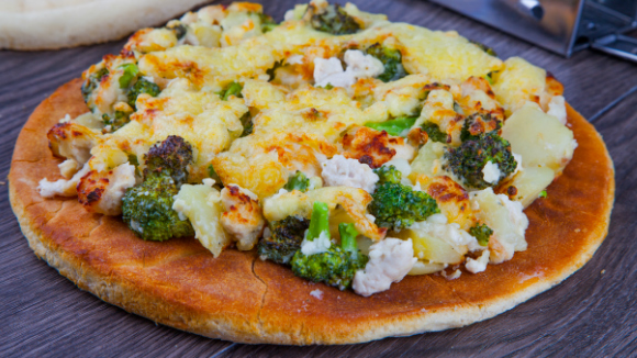 Quick creamy potato chicken and broccoli pizza