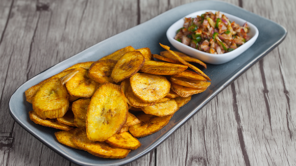 Plantain chips with spicy onion salsa