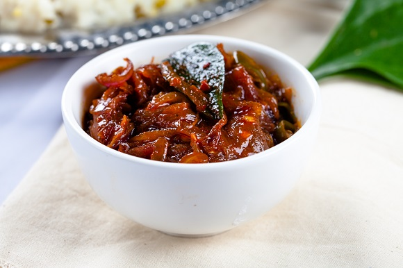 Quick and Easy Seeni Sambol