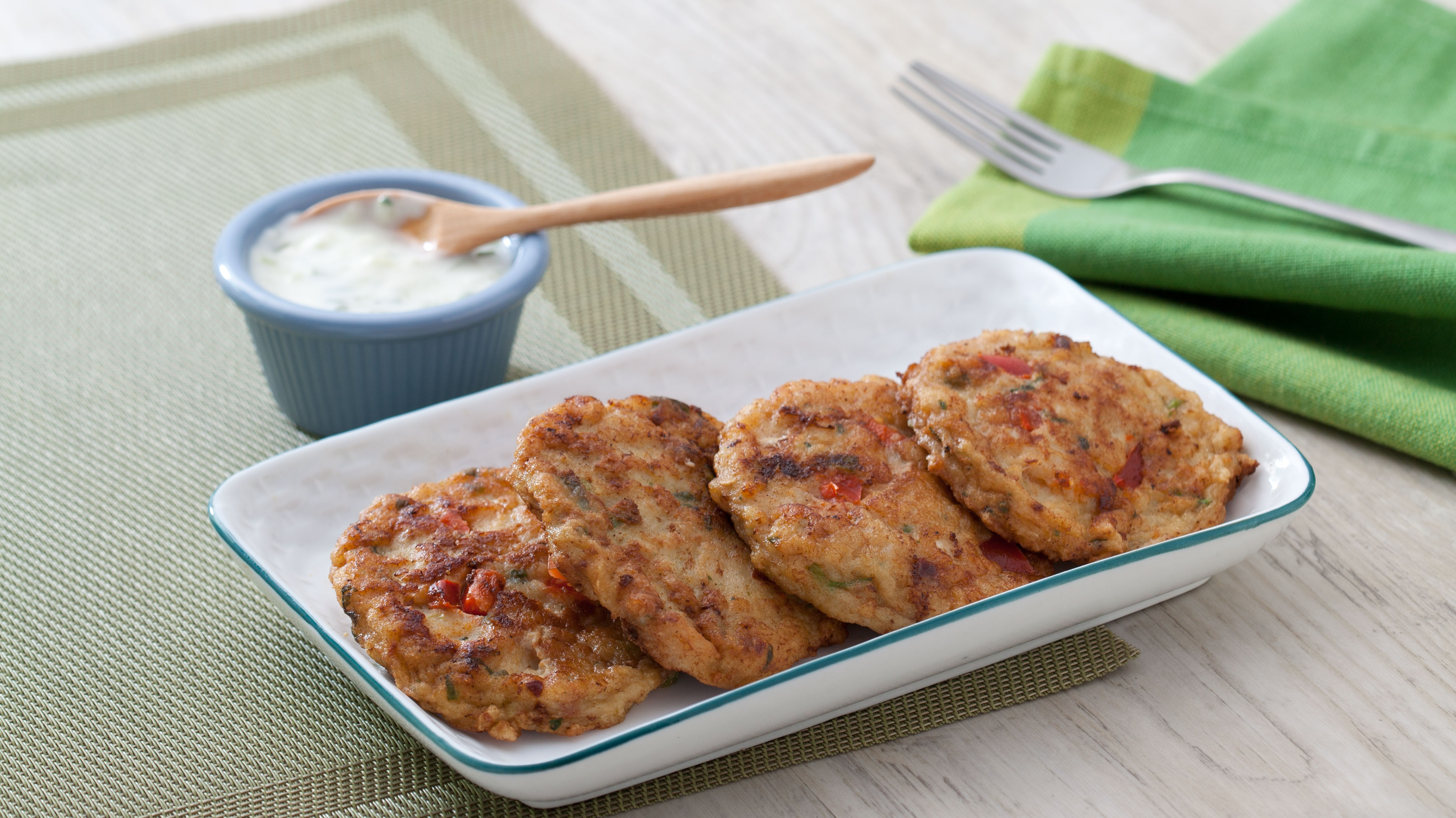 Yogurt dipping sauce for fish cakes spicy dip for Yogurt sauce for fish