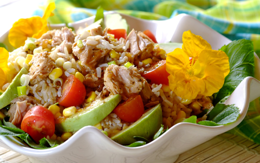 Summer rice salad with tuna