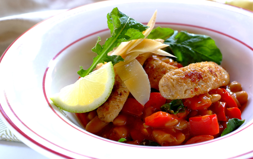 Chicken sausages with tomato and herbed beans