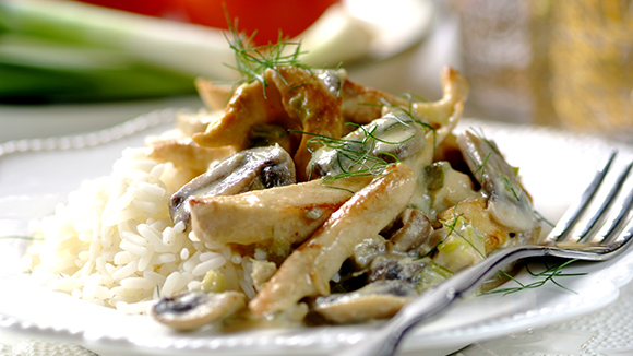 Creamy Stroganoff with Chicken Fillet and Leeks