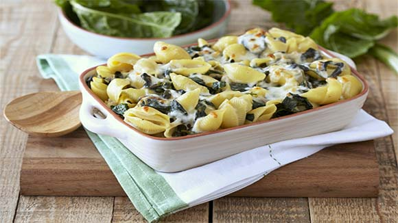 Creamy Pasta Bake with Spinach and Mozzarella