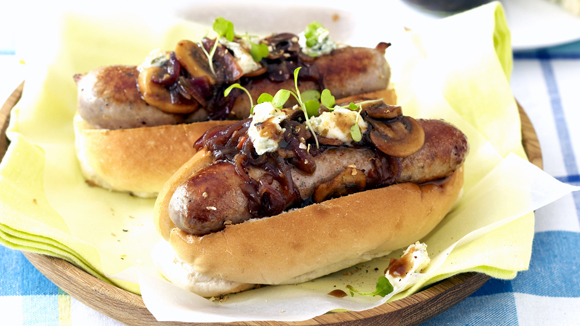 Gourmet Boerie Rolls With Mushroom, Red Onion and Balsamic Sauce