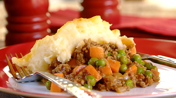 Grannys Cottage Pie with Peas and Carrots