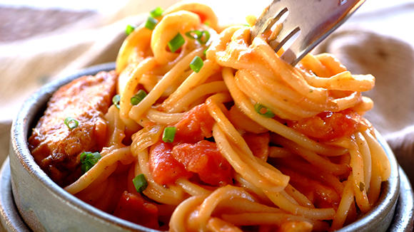 Pasta with Chicken, Paprika and Cream
