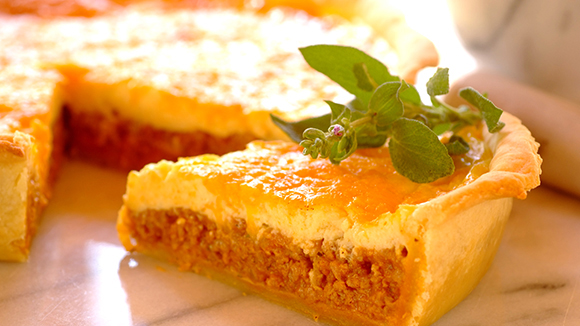 Savoury mince flan with sour cream topping