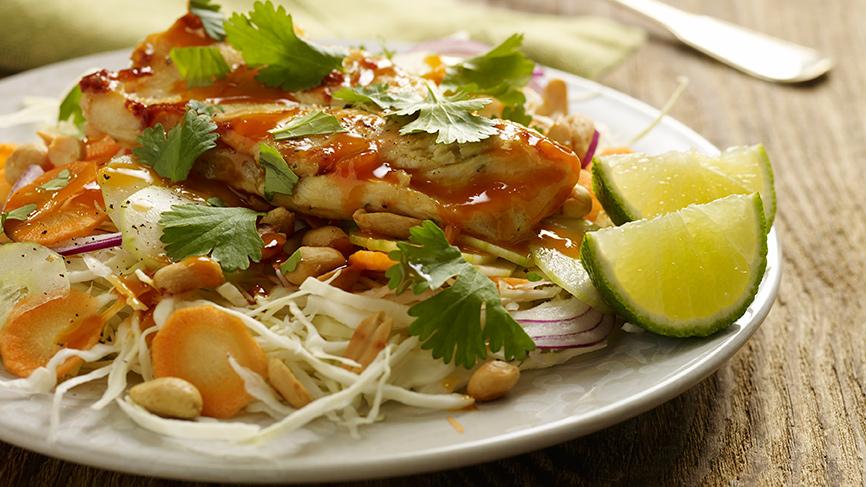 Ensalada de pollo oriental con frutos secos y jengibre