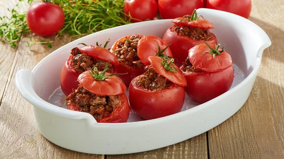 Tomates rellenos jugosos