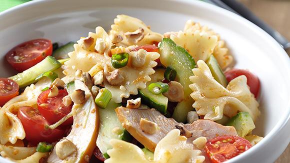 salade de p 226 tes 224 la pancetta mozzarella et pesto de roquette et de tomates