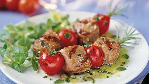 Brochettes de veau et tomates
