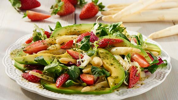 Salade d'asperges blanches et des fraises