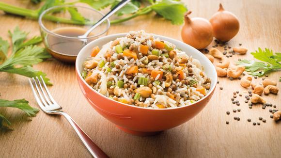 Salade de riz, lentilles, carottes et noix de cajou