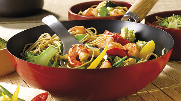 wok de nouilles aux gambas et l gumes recette knorr. Black Bedroom Furniture Sets. Home Design Ideas