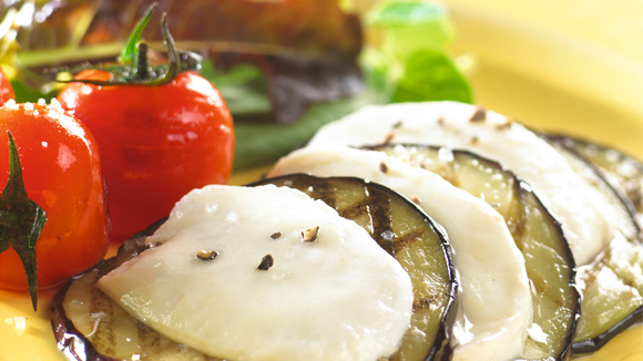 Aubergine grillée à la mozzarella et aux tomates cerises