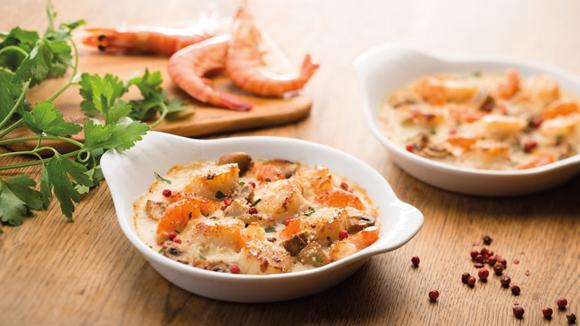Cassolette de Saint-Jacques, crevettes et champignons