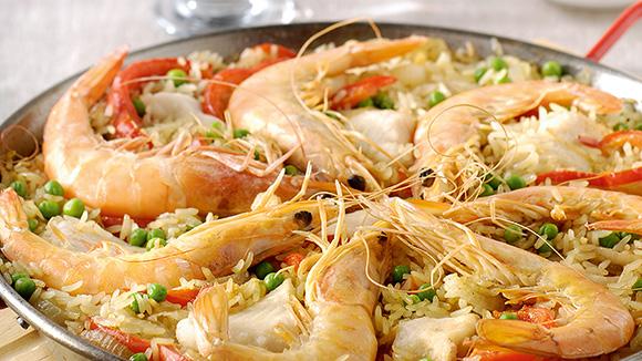 Paella aux poivrons et grosses crevettes