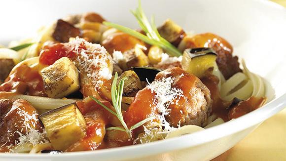 Tagliatelles aux boulettes de viande épicées et aubergines