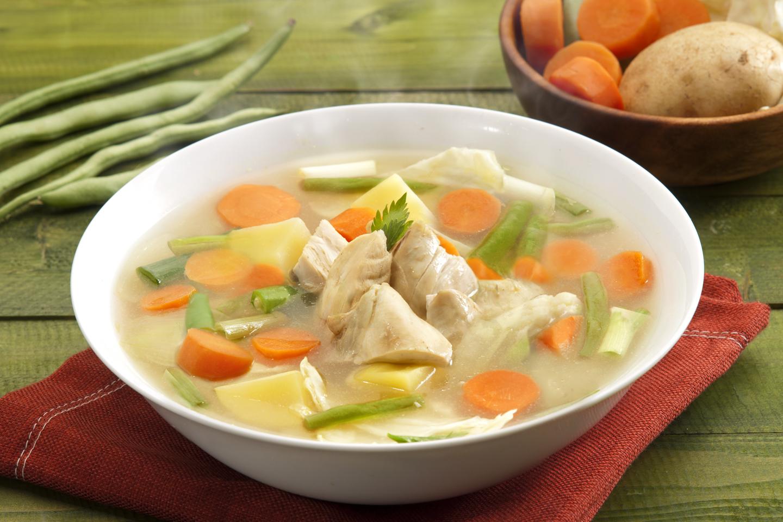 Demam Dan Flu Yang Lagi Dirasanya Bisa Segera Membaik Dengan Sup Ayam Yang Kamu Bikin Untuknya