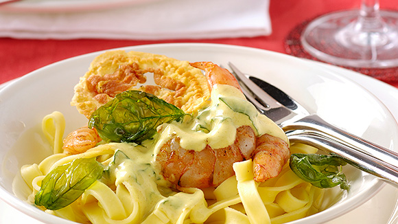Pappardelle met scampi, currysaus en pancetta