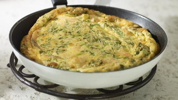 Frittata van asperge en kruiden