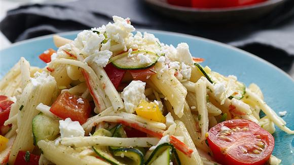Griekse krab- en pastasalade