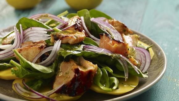 Salade met gegrilde zalm