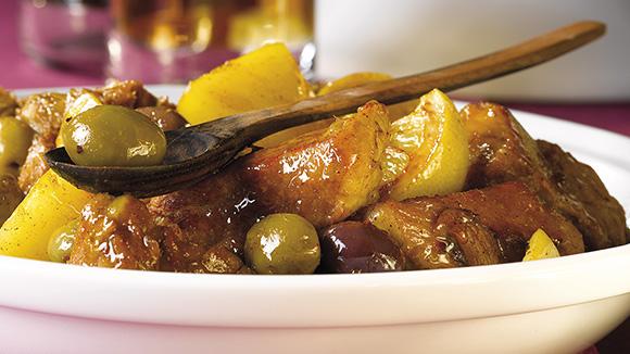 Tajine van kalfsvlees met aardappelen, olijven en citroen