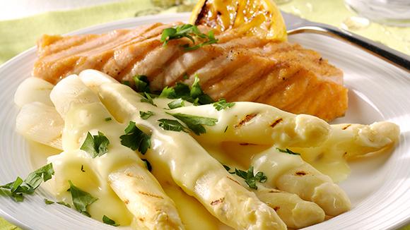 Gegrilde zalm met asperges en aardappelpuree