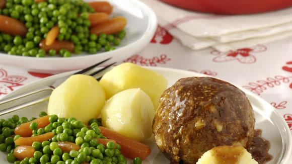 Home recepten kaasgehaktbal met mosterdjus met wortel en doperwten en