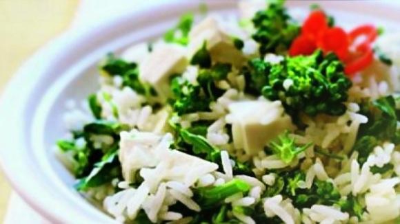Arroz com brócolis e queijo