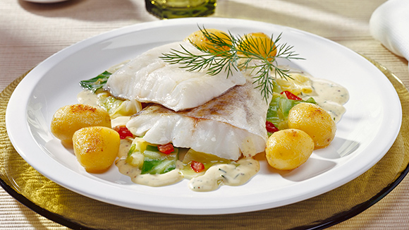 Filetes de Peixe Escalfados com Legumes e Molho Aromático