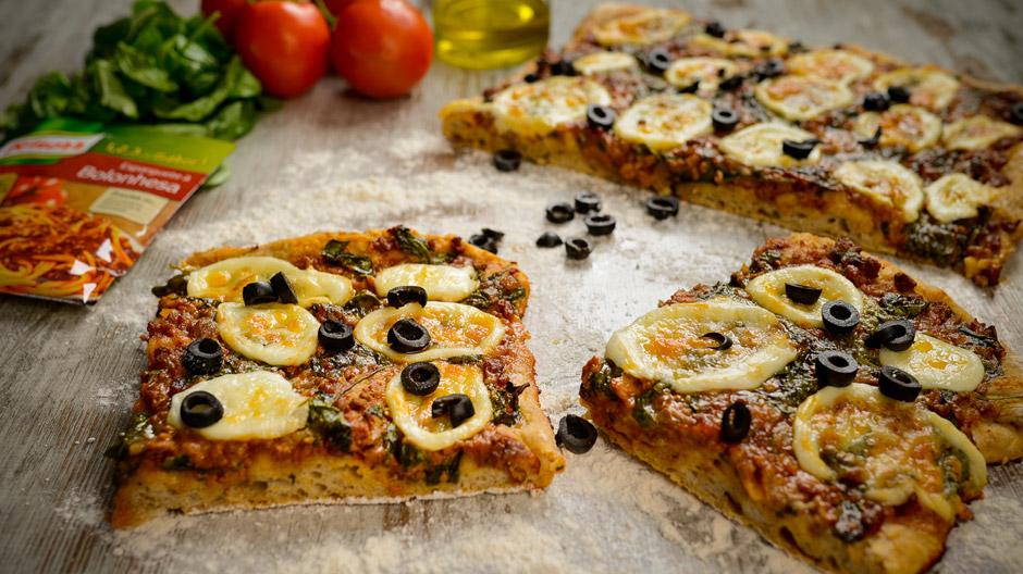 Pizza bolonhesa com espinafres