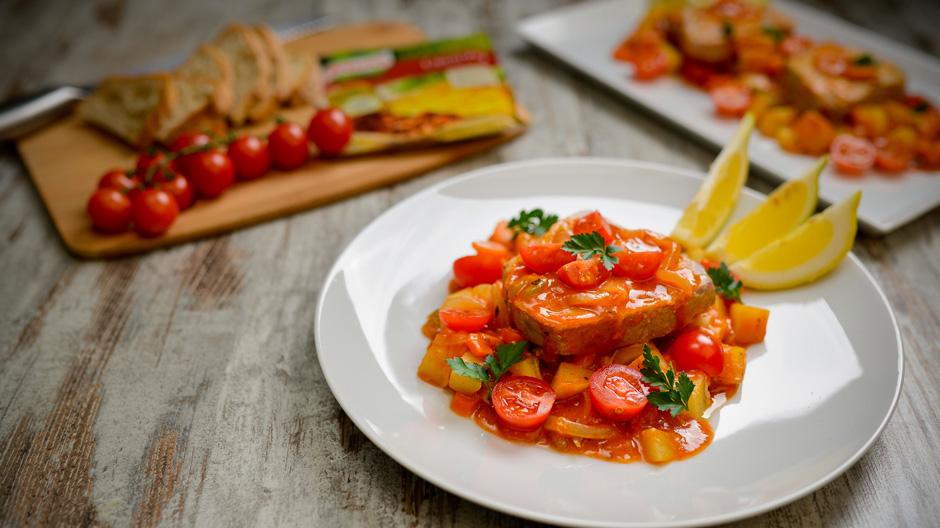 Receita Bifes de Atum em Cebolada com Tomate