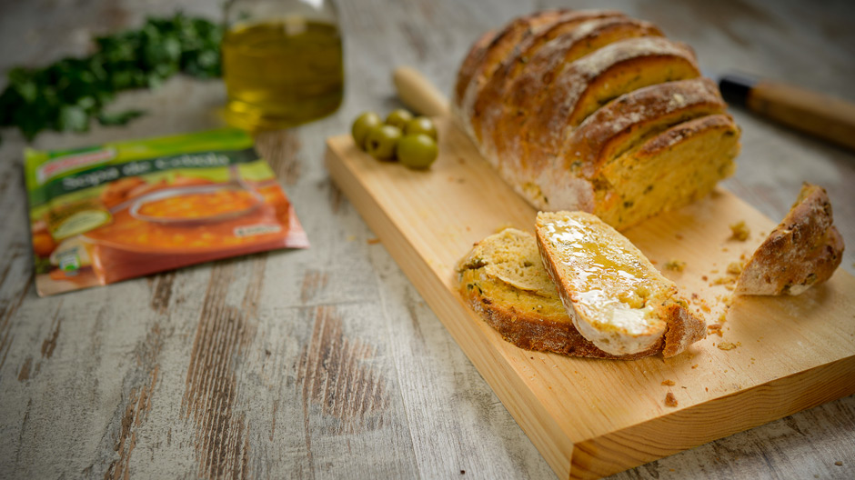 Pão de Cebola e Azeitonas Verdes