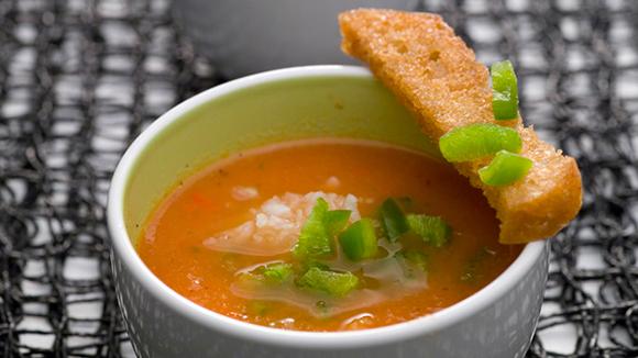 Receita Sopa Especial de tomate com Palitos de Pão de Alho