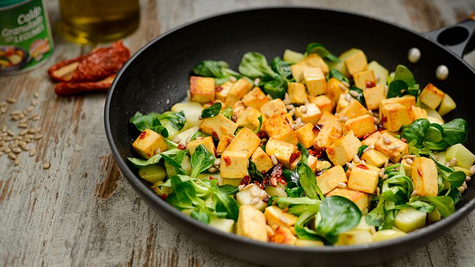 Tofu Salteado com Chuchu e Canonigos