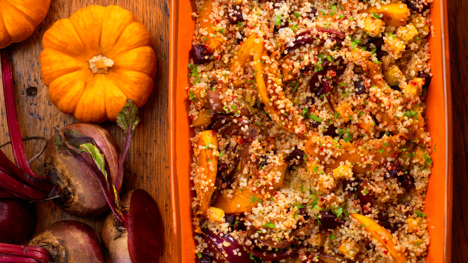 Quinoa no forno com legumes e açafrão das Índias